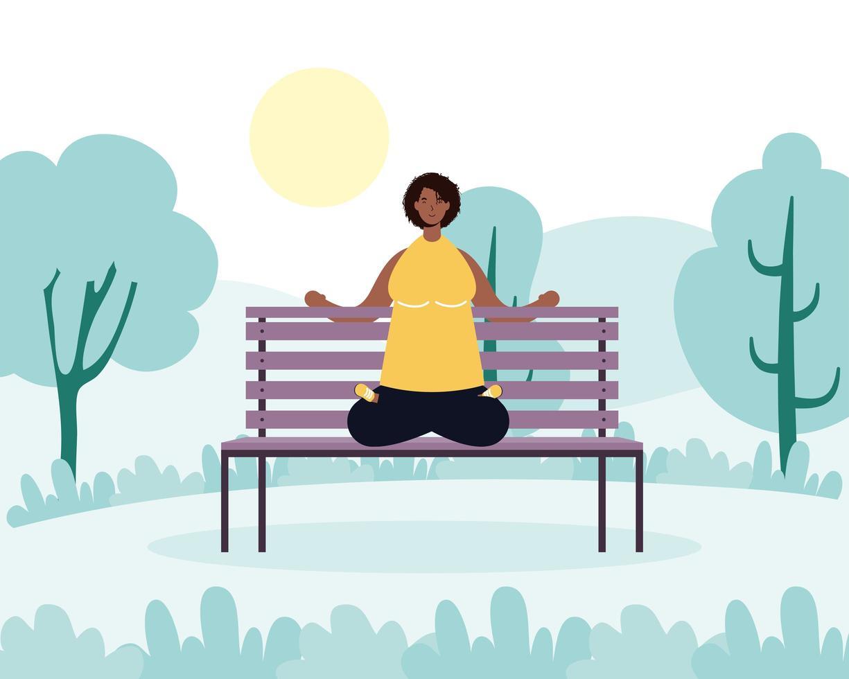 kvinna som övar yoga i parken vektor