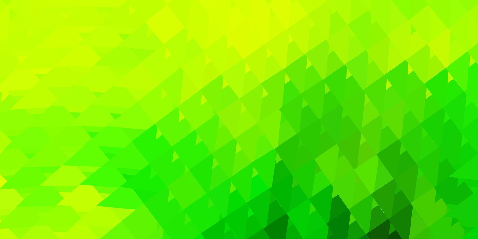 ljusgrön, gul vektor abstrakt triangel bakgrund.