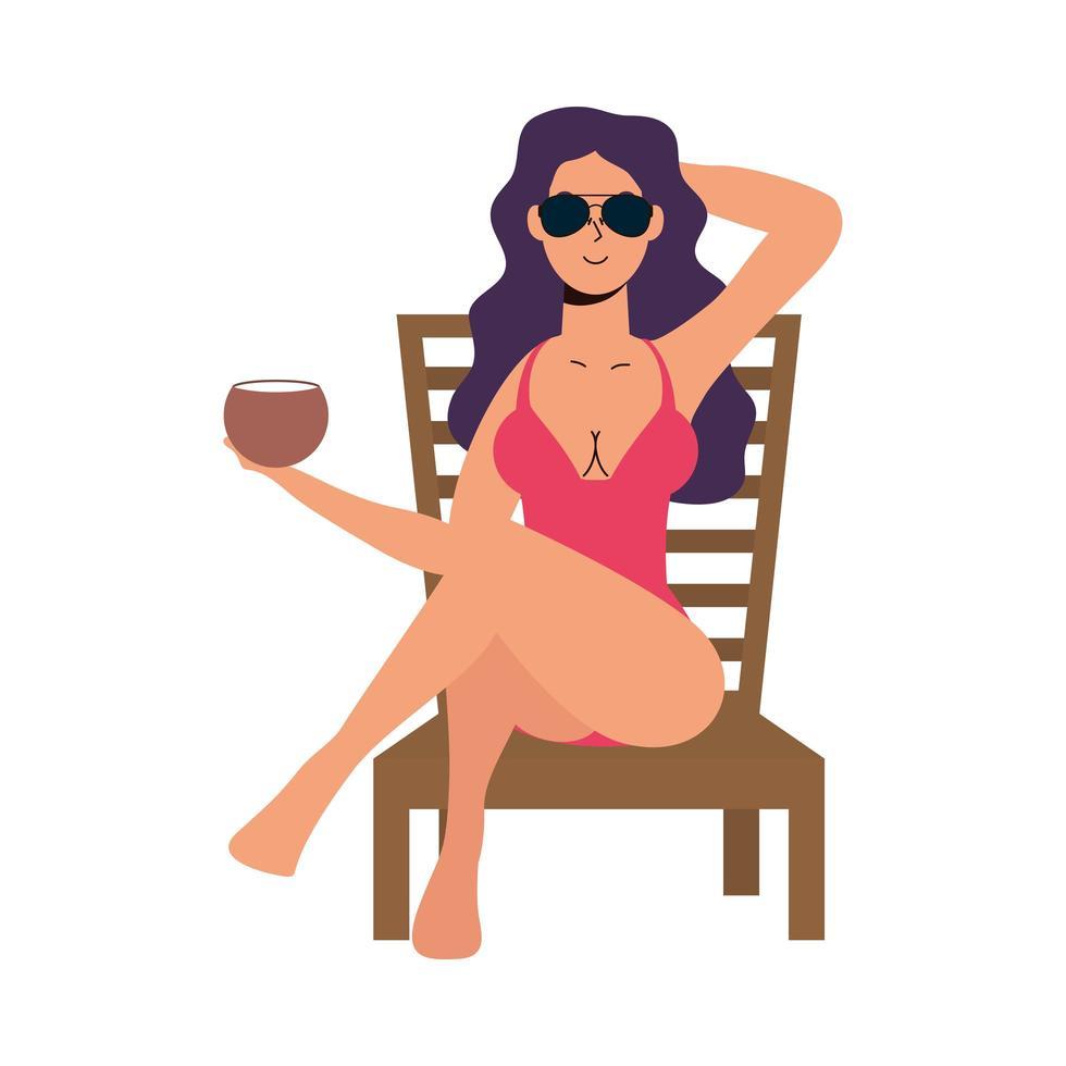 schöne Frau, die Badeanzug trägt, im Strandkorb sitzt und Kokosnuss isst vektor