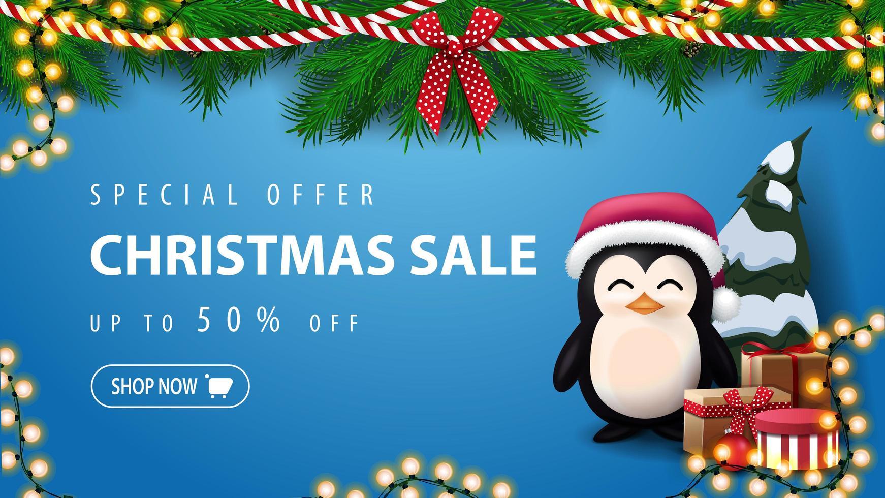 Sonderangebot, Weihnachtsverkauf, bis zu 50 Rabatt, blaues Rabattbanner mit Kranz aus Weihnachtsbaumzweigen und Pinguin im Weihnachtsmannhut mit Geschenken in der Nähe der Wand vektor