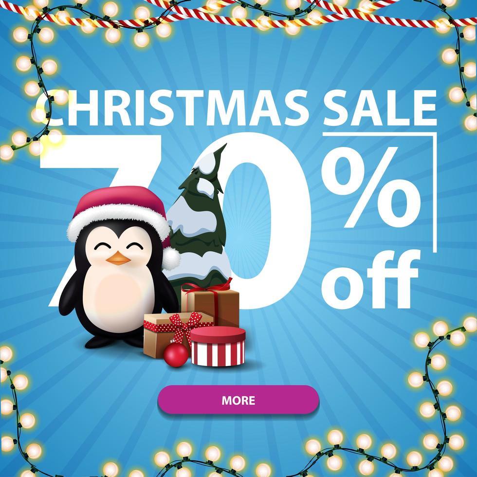 Weihnachtsverkauf, bis zu 70 Rabatt, blaues Rabattbanner mit großen Zahlen, Knopf, Girlande und Pinguin im Weihnachtsmannhut mit Geschenken vektor