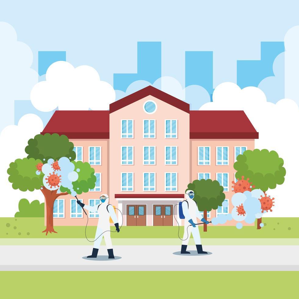 Männer mit Schutzanzug sprühen Schulgebäude mit Covid 19 Vektor-Design vektor