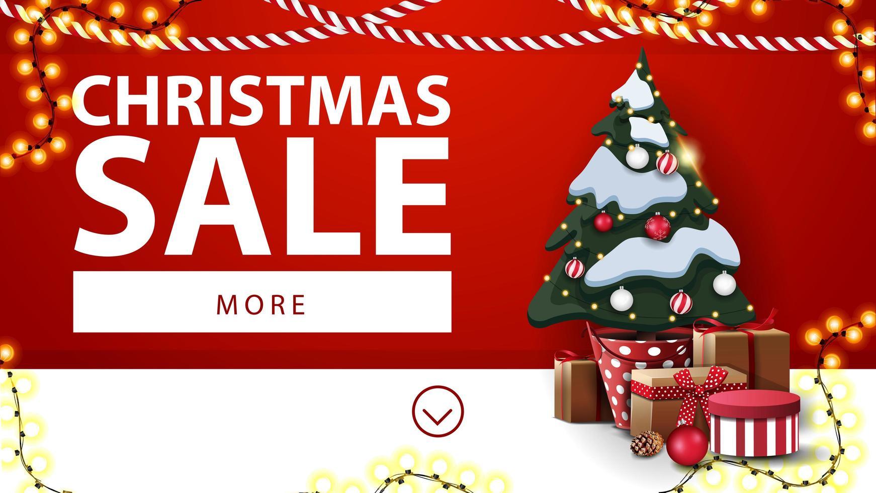 jul försäljning, röd och vit rabatt banner med kransar och julgran i en kruka med gåvor nära väggen vektor