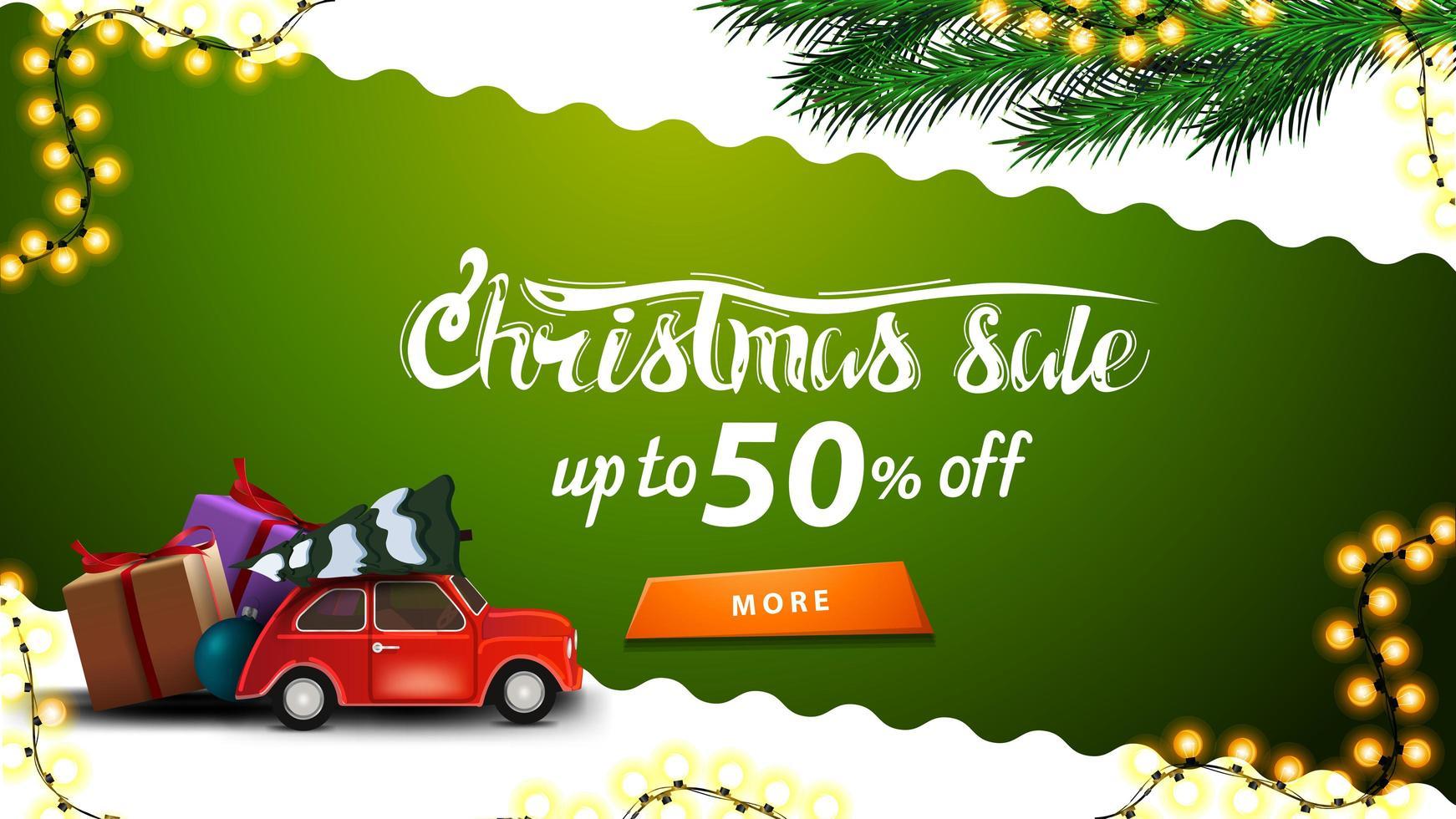 Weihnachtsverkauf, bis zu 50 Rabatt, grün-weißes Rabatt-Banner mit gewellter diagonaler Linie, orangefarbenem Knopf, Weihnachtsbaumzweigen und rotem Oldtimer mit Weihnachtsbaum vektor