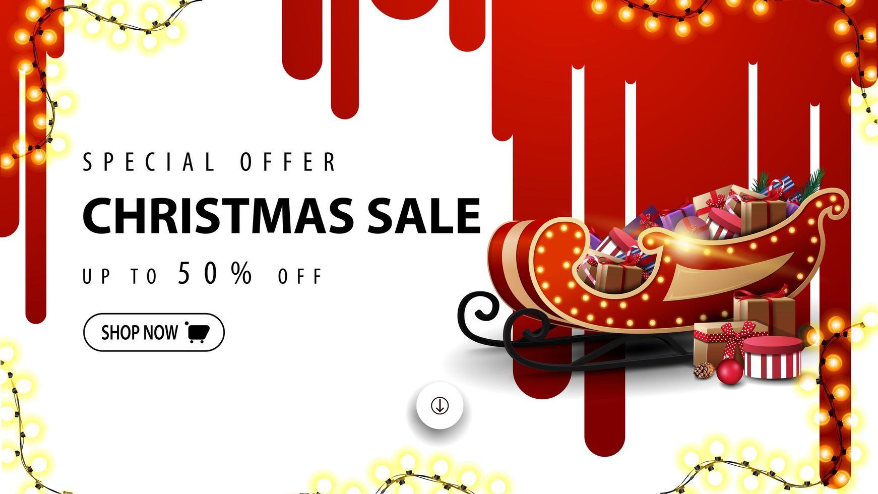 Sonderangebot, Weihnachtsverkauf, bis zu 50 Rabatt, weißes Rabattbanner mit roten Farbstreifen an der weißen Wand und Weihnachtsschlitten mit Geschenken vektor