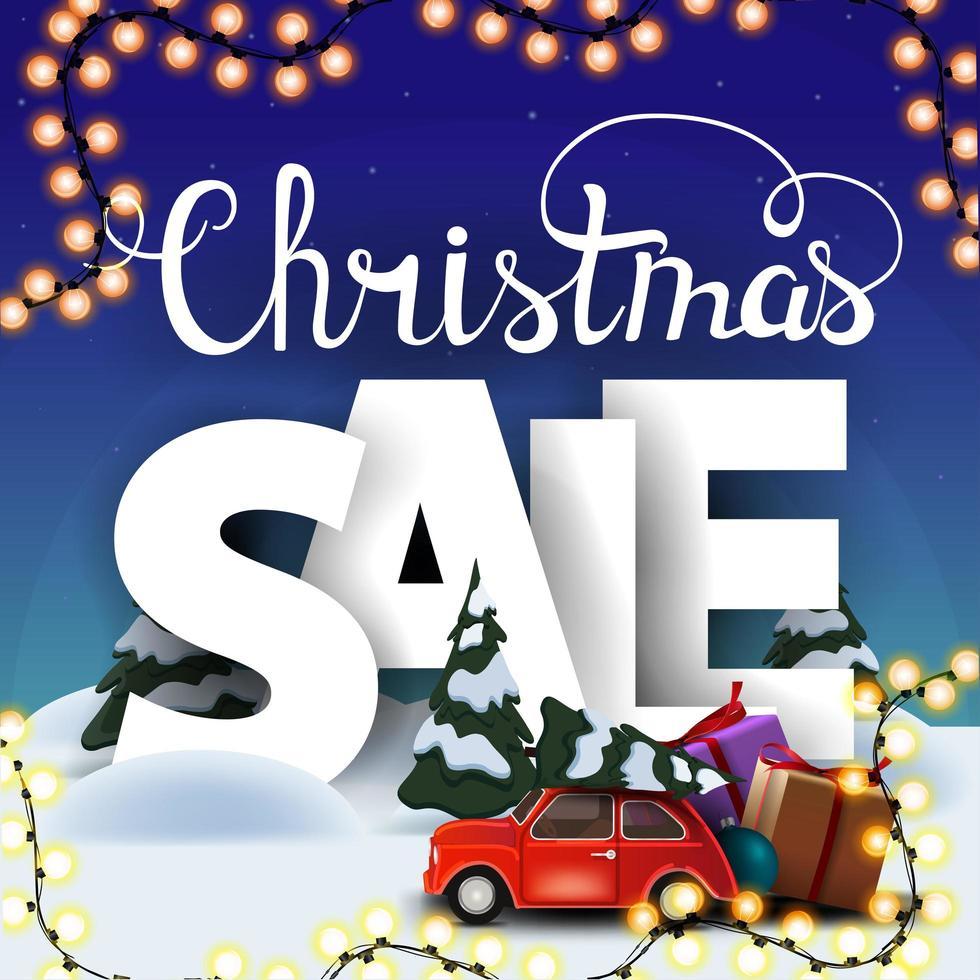 Weihnachtsverkauf, quadratisches Rabattbanner mit Karikaturwinterlandschaft, großen volumetrischen Buchstaben und rotem Oldtimer, der Weihnachtsbaum trägt vektor