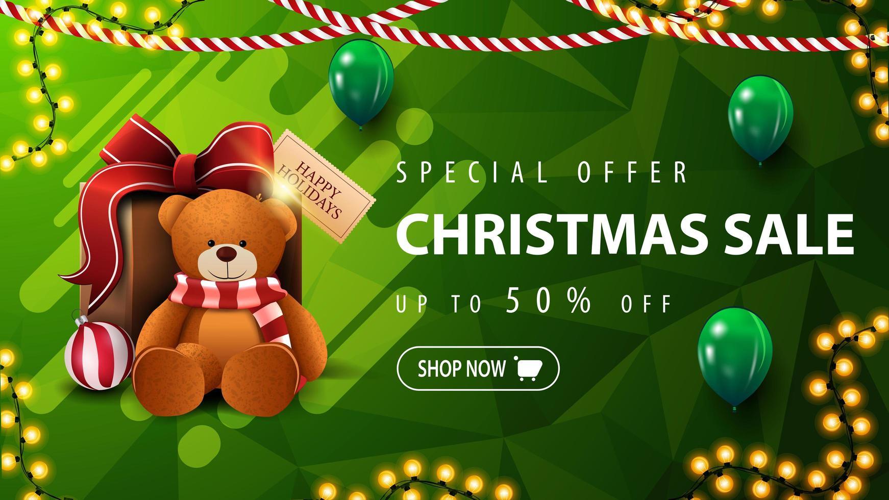 specialerbjudande, julförsäljning, upp till 50 rabatt, vacker grön rabattbanner med polygonal konsistens, kransar, gröna ballonger och närvarande med nallebjörn vektor