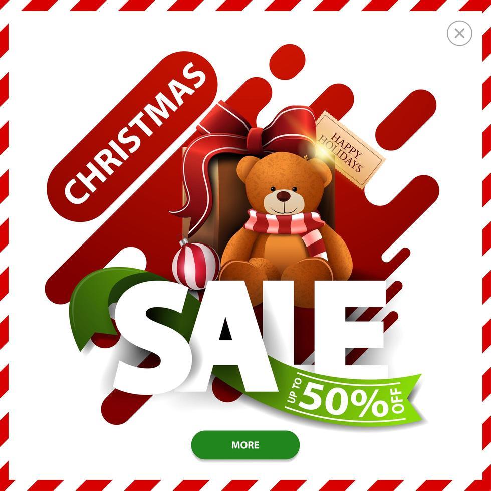 Weihnachtsverkauf, bis zu 50 Rabatt, rote und grüne Rabatt Pop-up mit abstrakten flüssigen Formen große volumetrische Buchstaben, Band, Knopf und Geschenk mit Teddybär vektor