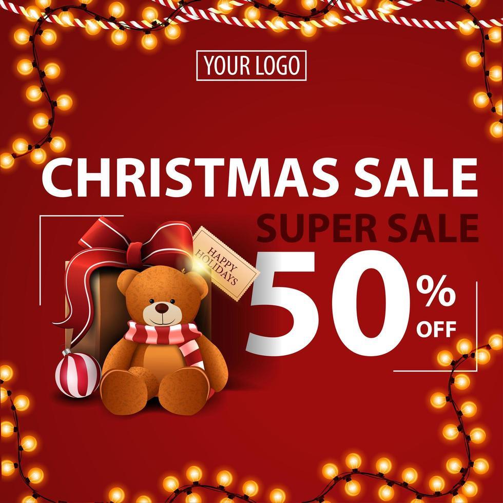 jul superförsäljning, upp till 50 rabatt, röd modern rabattbanner med krans, plats för din logotyp och present med nallebjörn vektor