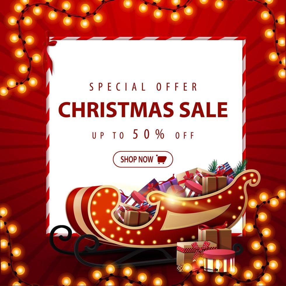 Sonderangebot, Weihnachtsverkauf, bis zu 50 Rabatt, rotes Quadrat Rabatt Banner mit Weihnachtsgirlande, weißes Blatt Papier und Santa Schlitten mit Geschenken vektor