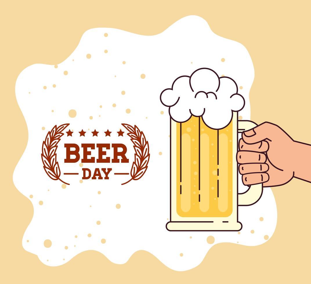 internationale Biertagfeier mit Hand, die einen Bierkrug hält vektor