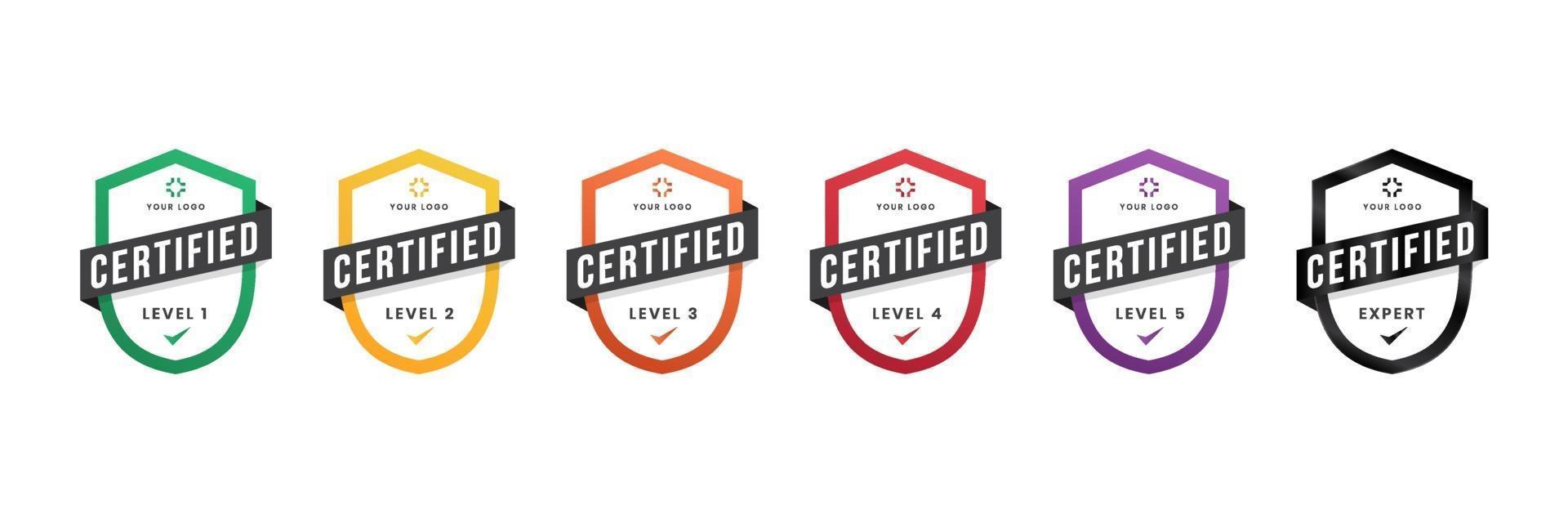 certifierat logomärke. kriterienivå digitalt certifikat med sköldlogotyp. vektor illustration ikon säker mall.