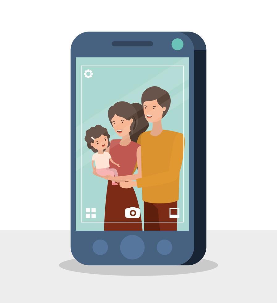 glada familjemedlemmar i smartphonetecken vektor