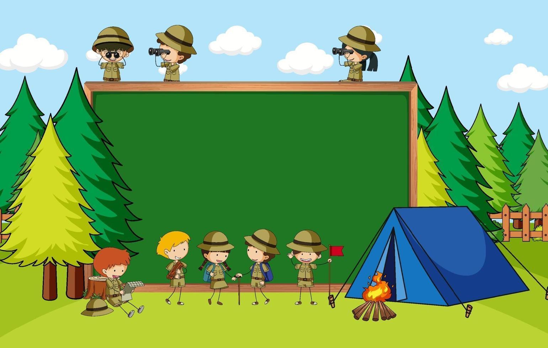 tom svart tavla i natur scen med många barn i scout tema vektor