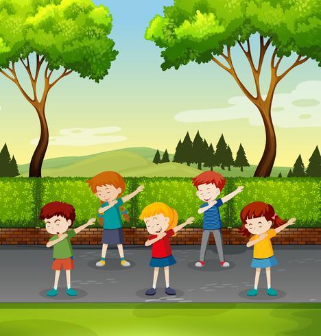 uppsättning barn dabbing i parken vektor