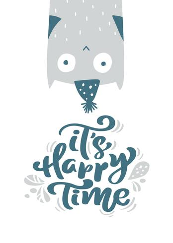 Det är glatt tid kalligrafi bokstäver text. Jul skandinavisk gratulationskort med Handritad vektor illustration av en söt rolig owl i vinterhatt. Isolerade föremål