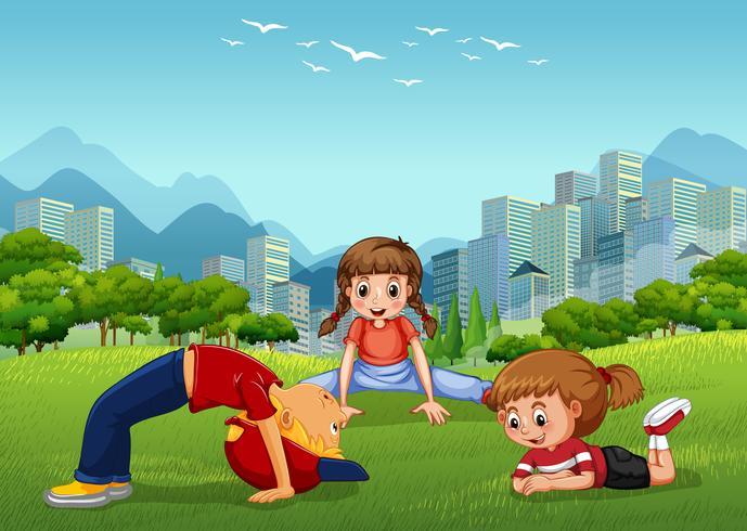 Tre barn leker i nationalparken vektor