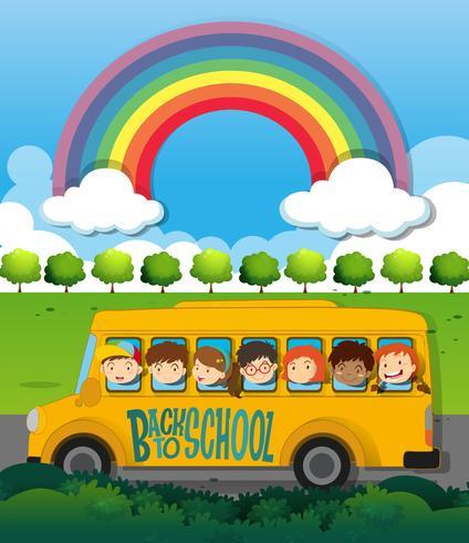 Barn som rider på skolbussen vektor