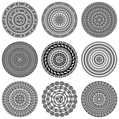 Einfarbige ethnische runde Texturen. vektor
