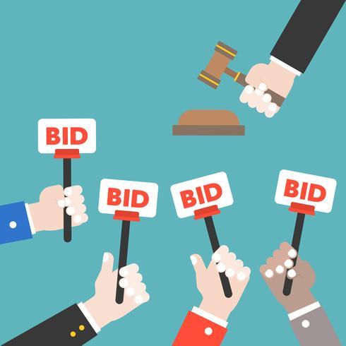 Hand håll bud tecken och döm hammare, Auktion budgivning koncept, platt design vektor