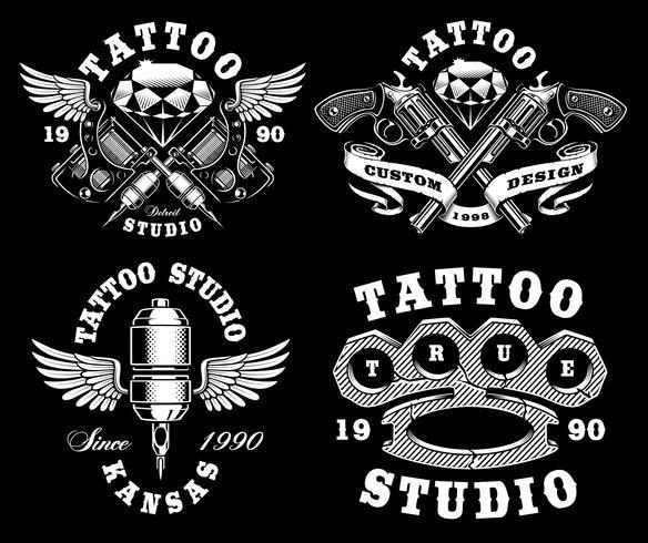 Set av monokroma tatueringsemblem på mörk bakgrund vektor
