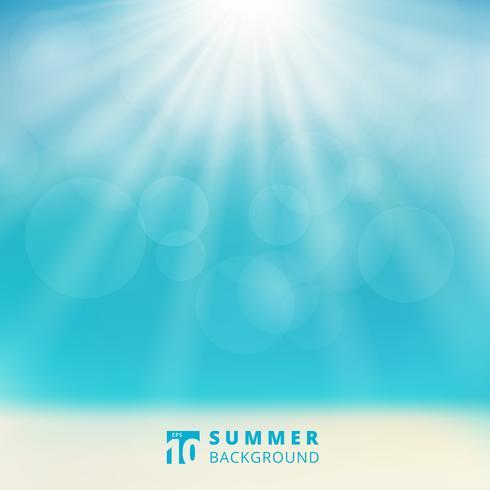 Sommersaisonmeerblick mit Himmelsonnenlicht bokeh auf dem Strand verwischte Hintergrund. vektor