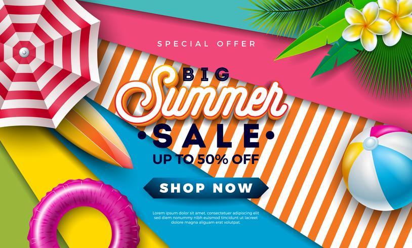 Sommerschlussverkauf-Design mit Beac-Ball, Sonnenschutz und exotischen Palmblättern auf buntem Hintergrund. Tropische Vektor-Sonderangebot-Illustration mit Typografie-Buchstaben vektor