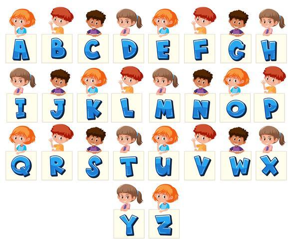 Satz Kinder, die Buchstaben halten vektor