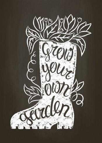 Kalk silhuett av gummi stövel med löv och blommor och bokstäver - Odla din egen trädgårdsarbete på kritbordet. Typografiaffisch med inspirerande trädgårdsintyg. vektor