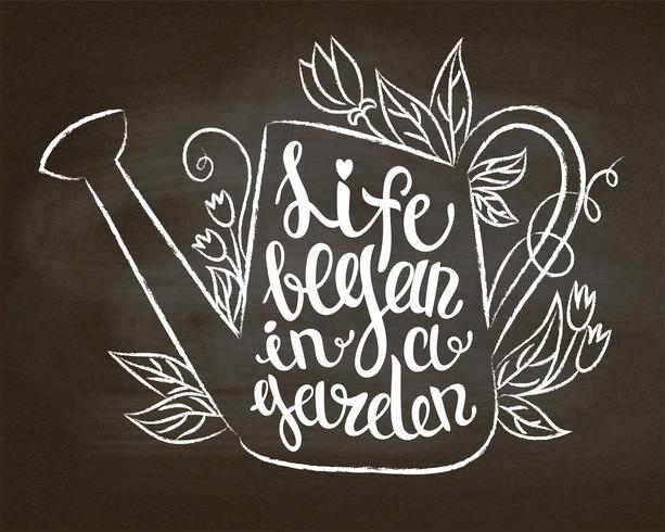 Kreidekontur der Weinlesegießkanne mit Blättern und Blumen und Beschriftung - das Leben fing in einem Garten auf Kreidetafel an. Typografieplakat mit inspirierend Gartenarbeitzitat. vektor