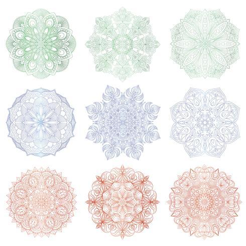 Set av 9 handritade vektor arabiska mandala på vit bakgrund. Rund abstrakt etnisk orientalisk prydnad.