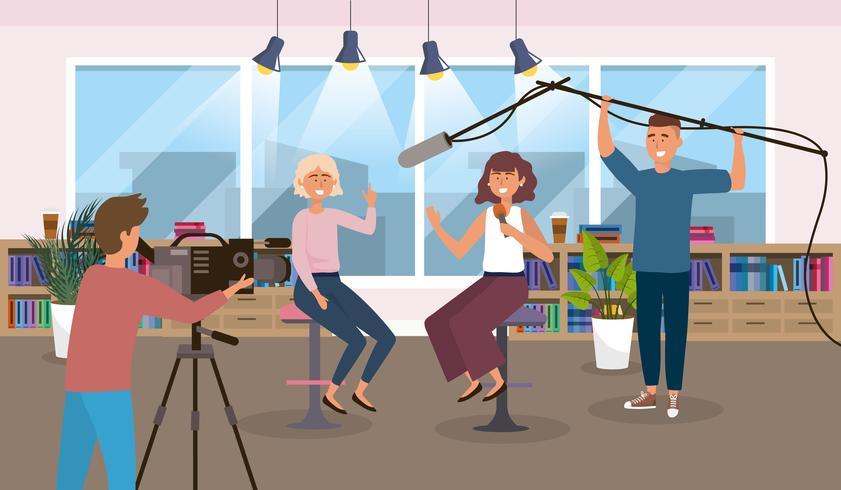 Kvinnliga reportrar i studion vektor