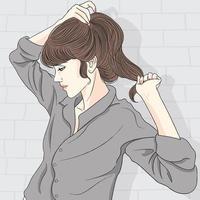 schönes Mädchen, das Haare hält