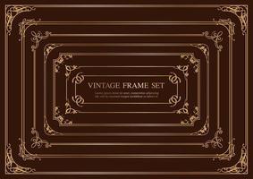 Satz von sieben goldenen rechteckigen Vintage-Rahmen lokalisiert auf einem dunklen Hintergrund.