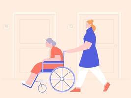 Krankenschwester, die ältere Frau auf Rollstuhl schiebt