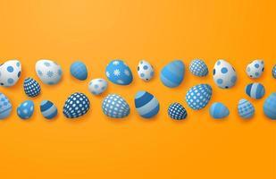 blau gemusterte Ostereier in einer Reihe auf Orange