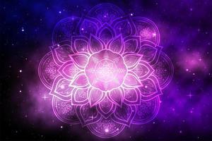 Blumenmandala mit lila Raumgalaxie