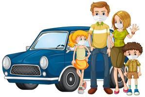 vierköpfige Familie, die vor einem Auto steht und Masken trägt