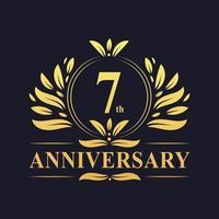 7-årsjubileum gyllene logotyp vektor
