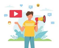 männlicher Videoblogger macht Ankündigung mit Megaphon