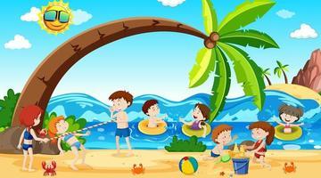 aktiva pojkar och flickor som spelar sport och roliga aktiviteter