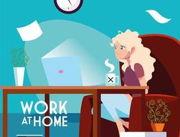 junge Freiberuflerin, die von zu Hause aus arbeitet