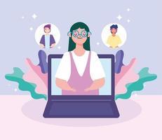 Frau im Notizbuchbildschirm, die mit Leuten auf einem Online-Treffen spricht