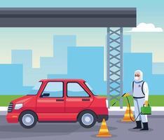 Biosicherheitsarbeiter desinfiziert Auto