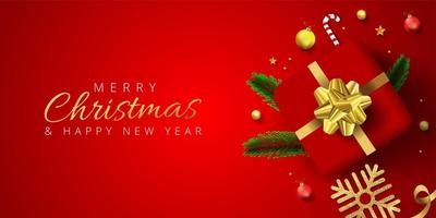 rotes Weihnachtsbanner mit Geschenk, Kugeln, Schneeflocke, Kiefernblättern vektor