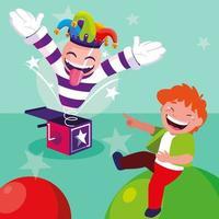 glücklicher Junge mit Jokerhut und Überraschungsbox