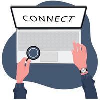 arbetar för att hålla kontakten med två händer på laptop tangentbord
