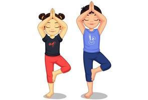 söta små barn i yogaställning