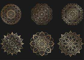 Set aus Goldmandala mit Blumenornamenten vektor
