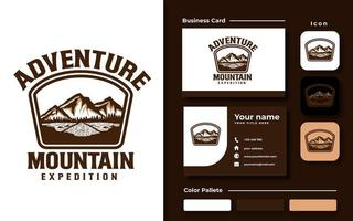 berg äventyr emblem logotyp mall